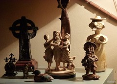 Inquilinos (Franco D´Albao) Tags: home lumix souvenirs casa decoration figuras figures recuerdos hogar decoración leicalens cacharrería dalbao francodalbao
