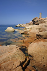 Phare de Mean Ruz ~ Ploumanac'h [ Bretagne ~ France ] (emvri85) Tags: longexposure sun lighthouse soleil rocks phare rochers ploumanach côtesdarmor perrosguirrec cotedegranitrose