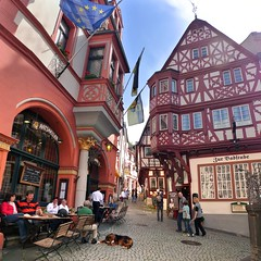 Colorful medieval town Bernkastel-Kues in the Middle Moselle (Bn) Tags: bear blue houses vacation sky castle fountain beautiful river germany geotagged town spring topf50 europa europe village wine market centre culture medieval historic castelo middle altstadt topf100 ages renaissance vinho castel burg delightful mosel wein weinberg rheinlandpfalz moselle bernkastel timbered medieva landshut weinstube bernkastelkues kues vakwerkhuizen moezel moseltal rhinelandpalatinate musel 100faves 50faves holicay mosela spitzhuschen renaniapalatinado geo:lon=7076620 geo:lat=49915627