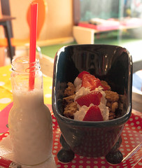 Cereales_boletbagel (mathieuribeiro) Tags: original milk bottle lait cornflakes bouteille baignoire crales