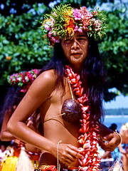 Moorea, Coconut Woman (gerardeder) Tags: world travel french polynesia dance pacific south folklore tanz reise moorea sdsee