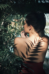 Wild shadows II (Tania Cervin) Tags: shadow wild portrait art girl beauty canon back dress retrato fine sombra piel 5omm seleccionar taniacervianphotography