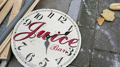 Voor altijd de vijf in de klok (Tim Boric) Tags: clock amsterdam garbage waste klok straat oost vuilnis afval vijf