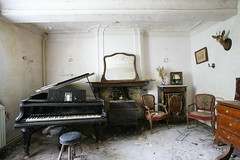 Instituteur Charles Artiste (Purge of Public) Tags: urban house abandoned home canon lost place decay quality exploring piano haus charles 5d rotten maison ue verlassen artiste urbex instituteur