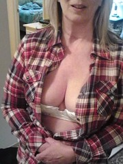 23 (surfdogg27wht) Tags: boobs wife flashing downblouse