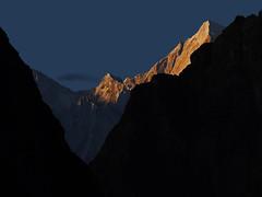 A decent shining !!! (Lopamudra!) Tags: lopamudra lopamudrabarman lopa gamsali ghamsali gamshali garhwal trek purbidunagiri lampak garpak mountain mountains peak range india amritganga sunrise sunshine morning dawn morn highaltitude himalaya himalayas uttaranchal uttarakhand uttarkhand landscape landscapes nature ray rays beauty twilight