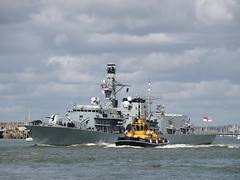 HMS Kent & SD Reliable (Megashorts) Tags: uk pen harbor war ship harbour military navy olympus hampshire portsmouth tug frigate zuiko warship 2012 rn ep3 royalnavy portsmouthhistoricdockyard zd historicdockyard 40150mm type23 serco zuikodigital hmskent f78 mmf1 sdreliable ppdcb4