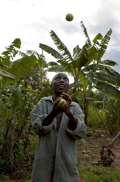 africa-uganda-boy-playing-toss