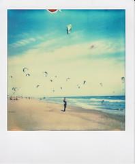 kitesurf (santisss) Tags: polaroid sx70 kitesurf impossible castelldefels colorshade px70 impossibleproject coolfilm