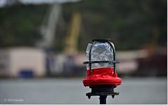 Luz de posición.Position light (ironde) Tags: light luz river spain rojo estuary bilbao cranes bizkaia euskalherria basquecountry grúa euskalerria ironde