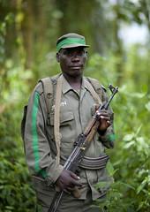 Guide ready to track the Gorillas, Rwanda (Eric Lafforgue) Tags: africa man forest outdoors gun arm rwanda vegetation afrika guide protection foret commonwealth homme afrique eastafrica arme lookingatcamera centralafrica 9638 kinyarwanda ruanda gorillatrekking afriquecentrale   regardcamera   republicofrwanda   ruandesa