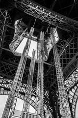 DSC_0781 (praneeth87) Tags: trees paris france green art lines buildings photography lights blackwhite amazing patterns eiffeltower