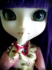 Guess who!!! (DisneyKid96 (moved to new account)) Tags: eye fan eyes doll adorable chips pullip xiao cutre