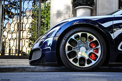 A piece of Art with wheels (ZellusCars) Tags: show street paris arab edition lor bugatti epic blanc rare supercars veyron
