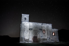 NOCTURNA DE NUESTRA SEORA DE LA PISCINA . PECIA (LA RIOJA) (vicalme) Tags: planta tower church night de stars la punto spain san iglesia can piscina shield vicente logroo fachada rioja xii arco medio campanario portada escudo nuestra seora alero romnico tmpano contrafuerte vano sonsierra cuadrada sillera arquivolta pecia vicalme