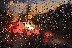 Perche piove sempre su di me / Why does it always rain on me? (AndreaPucci) Tags: uk sunset london window glass rain night drops tramonto traffic finestra pioggia londra regnounito vetro traffico westkensington gocce canon50mmf14usm bookeh canoneos60 talgarthroad andreapucci regionwide