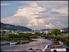 Mirando al cielo (Nexiosferrol) Tags: rio muelle cielo tormenta barcas neda jubia