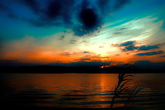 Sunlit Sky-Shadowed Foreground (Gary.Lamprecht) Tags: sunset water canon river mississippi back mississippiriver sunrisesunset backwaters topaz t6s