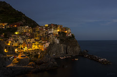 Manarola (J Fuentes) Tags: blue sea italy azul noche mar flickr italia colours save colores hour hora terre manarola rocas cinque specia
