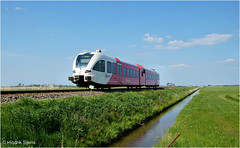 Train Spotter (Hindrik S) Tags: red white green water train landscape track ditch sony transport zug publictransport tamron bahn spurt stad trein spoorwegen sloot openbaarvervoer arriva a57 sleat slott stadler mantgum 16300 sonyalpha tamronspaf1750mmf28xrdiiildasphericalif jorwert sonyphotographing spoar slta57 57 tamronaf16300mmf3563dillvcpzdmacrob016 iepenbierferfier