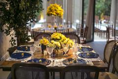 RT_MBassi_01_08-137 (marianabassi) Tags: casaitaim rústicochic amarelo azul prata cristal vidro cerâmica porcelana mesaquadrada caminhodemesa toiledejouy cadeiramedalhão sousplatdemadeiralaqueada sousplatazulmarinho minirosa minirosanoguardanapo composição