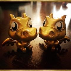 Gold Burnie Twins (Q. Q. Kachoo) Tags: toys jane 11 standup moshimonsters moshlings hipstamatic janelens standupfilm burniethefieryfrazzledragon