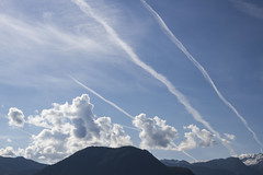 Ecouter les histoires que raconte le ciel ... (listen to the stories the sky tells) (Larch) Tags: morning sky cloud mountain alps june montagne alpes juin high trace activity matin planetraces tracesdavion