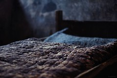 Descanso reconfortante (SantiMB.Photos) Tags: españa geotagged 50mm bed bedroom quilt minolta mura cama esp dormitorio colcha cataluna kodakektachromemid1970 geo:lat=4169390690 geo:lon=196207345