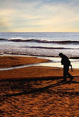 Il cane è corso via (meghimeg) Tags: sea beach sand mare waves oldman spiaggia 2012 onde sabbia vecchio dianomarina