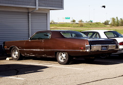1972 Chrysler Newport (Curtis Gregory Perry) Tags: auto door old 2 brown hardtop car automobile indiana mobil newport motor chrysler i80 1972 72 coupe i90 automvil xe automobil     samochd  kotse  otomobil   hi   bifrei  automobili   gluaisten