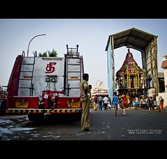 காவலர்களின் காவலர்கள் |The Savior-Of-Saviour. (Premkumar_Sparkcrews) Tags: people rescue india car festival fire religion police photowalk fireengine hindu chennai tamilnadu southindia cwc carfestival triplicane premkumar chennaiweekendclickers nikond3100 sparkcrews premkumarphotography sparkcrewsstudios premkumarsparkcrews sparkcrewscom premkumarsachidanandam