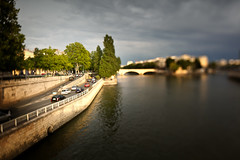 Louis Philippe Bridge - Paris, France 2012 (Yoann Fitoussi) Tags: paris france color car seine canon cityscape shift voiture berge edge tilt iledefrance quai couleur dcentrement 5dmarkii canontse24mmf35lii