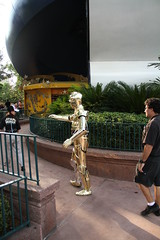 IMG_7678 (gordontarpley) Tags: summer canon gold star robot orlando florida 26 may goldenrod saturday disney chrome gordon hollywood 7d wars weekends studios droid c3po 2012 protocol threepio tarpley