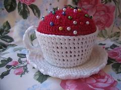 GEDC6463 (Bi e Pe) Tags: decoração crochê alfineteiro