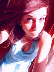 Rouge (Miriana P) Tags: camera blue light red selfportrait girl digital hair rouge samsung sguardo autoritratto rosso azzurro compact ragazza capelli compatta samsungdigitalcameraphoto samsungpl20