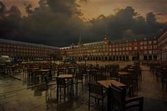 7094_F (Plaça Major, Madrid) (Rafelot) Tags: madrid plaza españa texture canon major lluvia spain europe mayor plazamayor mesas plaça taula 1000d eixidetes rafelot amicsdelacamera afsueca afcastello nuvolsnubes socpobreinomarribaperames