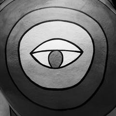 213/365 - Eyecatcher (Martin Schmidt (www.schmaidt.de)) Tags: white black eye saint project de und year hannover days nana tage 365 ufer niki phalle auge jahr schwarz projekt eyecatcher leibniz weis leibnizufer