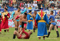 2012 Naadam introduction ceremony - wrestling (10b travelling / Carsten ten Brink) Tags: 2012 asia carstentenbrink iptcbasic naadam ulaanbaatar festival national sports ceremony opening introductory parade wrestling wrestler mongolia mongolei peopleset 1000plus