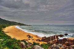 D52_DSC_8851(z)aB3 (A. Neto) Tags: sea seascape beach rain skyline clouds sand nikon rocks raw ship camboriu d5200 nikkorafs18105ged
