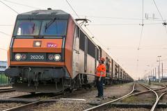 Depart (Avrillon) Tags: train trains run fret rungis me140 conducteur 26000 ferroviaire bb26000 fretsncf