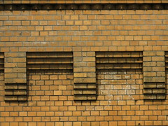 Stufen - stairs (eckbert.sachse) Tags: city yellow architecture germany deutschland pattern hamburg gelb stadt 1900 architektur muster fassade backstein clinker fascade 2016 klinker freieundhansestadthamburg freeandhansatownofhamburg