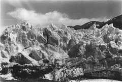 (intivisible) Tags: blackandwhite bw naturaleza byn blancoynegro film ice nature analog 35mm landscape analgica paisaje bn glacier icy glaciar hielo analogic glaciarperitomoreno congelado chinon35fee