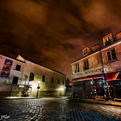 France / Paris / Montmartre (Pablo A. Ferrari) Tags: street longexposure sky urban paris france architecture night noche calle arquitectura montmartre urbano nightsky francia nuit nocturne parisian parisien pabloferrariphotography