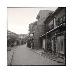 early morning  kyoto, kansai  2015 (lem's) Tags: street morning japan rolleiflex early kyoto rue kansai japon matin planar