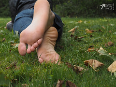 20150920 (FBY1K) Tags: soleswrinkles heels toes arches 8539 footfetish feet foot 2015 september brunette tallwoman sole denim jeans tallwomen femalefeet womensfeet toe arch wrinkle outdoor
