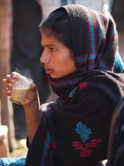Jaipur - Woman with chai (sharko333) Tags: voyage travel portrait woman india asia asien tea asie tee indien jaipur chai rajasthan reise