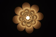 Lampjo_40 (By Saib) Tags: light black luz lamp closeup circle de lampe licht noir bubble lonely araa luce pantalla cercle lmpara lampadina lustre abatjour minimaliste lampenschirm kronleuchter blacksquare minimalisme d90 bombillas saib paralume plafonnier lonelylamp kchenlampe carrnoir lampeshade lampjo