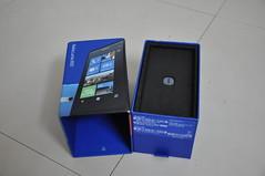 Nokia Lumia 800 box open