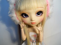 Kylie * Pullip FC - Part 3 (Anas ) Tags: birthday white animals by cat happy ana eyes purple blond wig pullip fc sbhs obitsu uncanricky azazelle