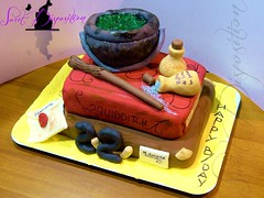 Harry Potter's Cake (SweetDisposition14) Tags: birthday cake gum bag book design wand paste magic harry potter libro pasta sugar di letter quidditch hogwarts magical compleanno cauldron torta lettera decorated potions magia bacchetta fondant zucchero valigia calderone decorata pozioni